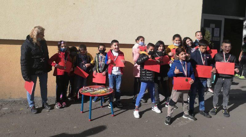 """Малките ни художници спечелиха 21 медала от """"Многознайко"""""""