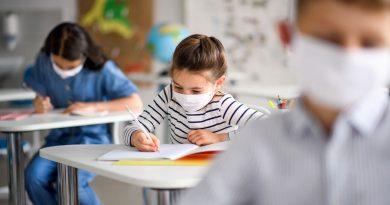 Учениците от V до XII клас задължително с маски в час
